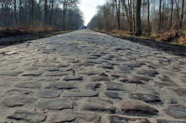 The famous Arenberg pavé - Renovated and rendered easier to pass. Photo copyright Fotoreporter Sirotti.