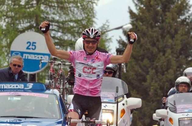 Ivan Basso (Team CSC) takes the stage win and extends his overall lead. Photo copyright Fotoreporter Sirotti.