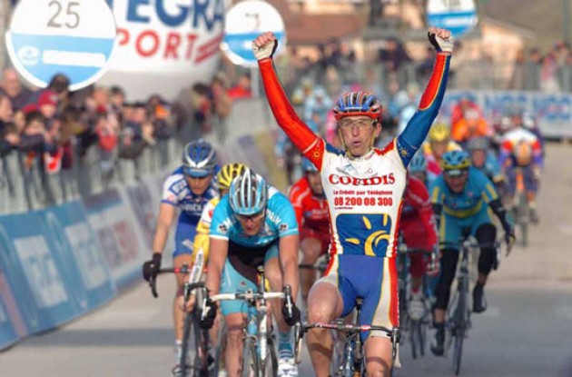 Bertagnolli (Cofidis) takes the stage win ahead of Petacchi (Milram). Photo copyright Fotoreporter Sirotti.