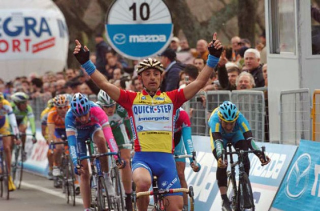 Paolo Bettini strikes again ahead of Erik Zabel. Photo copyright Fotoreporter Sirotti.