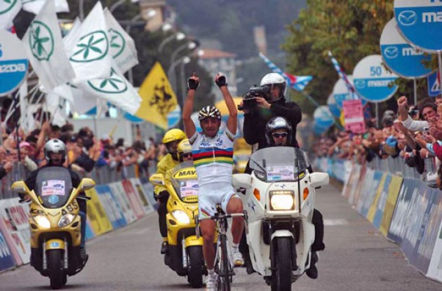 Paolo Bettini takes a beautiful win in honor of his late brother who passed away after a car accident two weeks ago. Photo copyright Fotoreporter Sirotti.