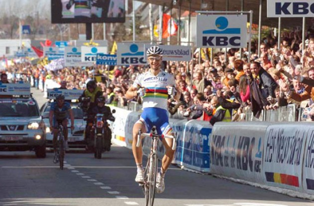 Tom Boonen (Quick Step) takes the win ahead of Leif Hoste (Team Discovery Channel). Photo copyright Fotoreporter Sirotti.