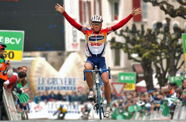 Christopher Horner (Davitamon-Lotto) takes the win. Congratulations Chris! Photo copyright Fotoreporter Sirotti.