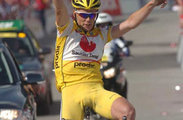 Chris Horner (Saunier Duval-Prodir) takes the win. Photo copyright Fotoreporter Sirotti.