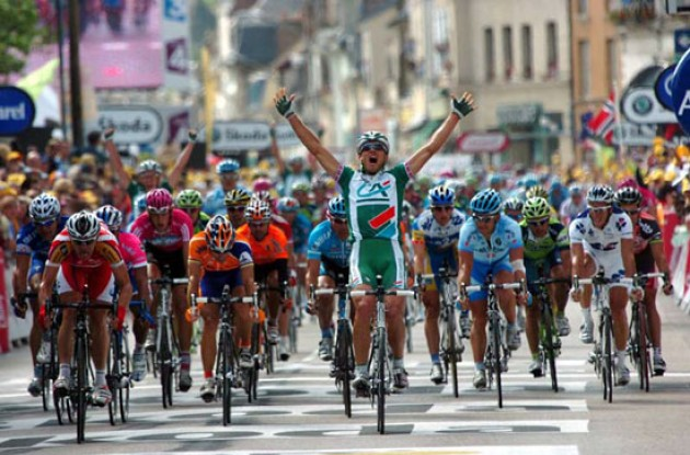Thor Hushovd takes the win for Credit Agricole after a great lead-out by Roadcycling.com diarist Julian Dean.