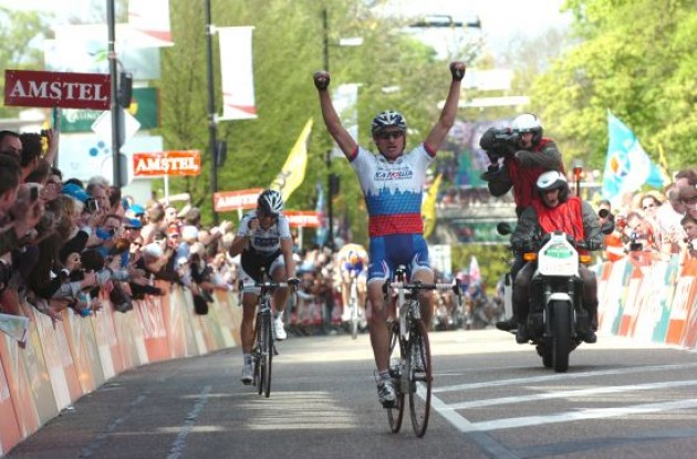 Sergei Ivanov (Katusha) wins the 2009 Amstel Gold Race. The Russian takes the two-up sprint from Karsten Kroon (Saxo Bank) to win the hilly, 257.8-km classic in 06:38:31.