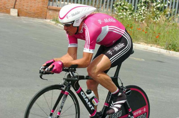 Jan Ullrich riding hard on the flat roads. Photo copyright Fotoreporter Sirotti.