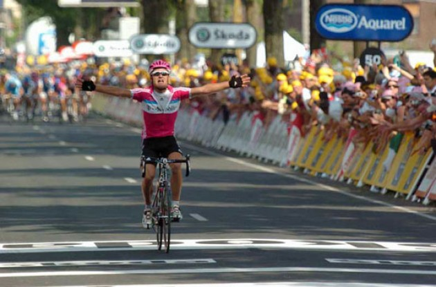 Kessler takes the stage win ahead of the sprinters. Photo copyright Fotoreporter Sirotti.