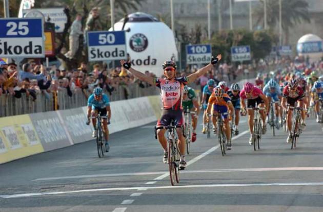 Robbie McEwen wins stage.
