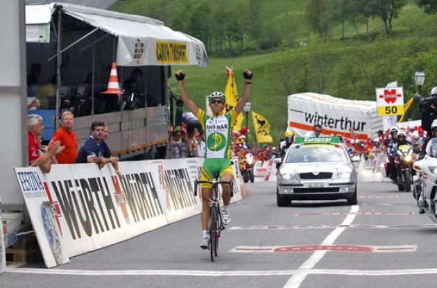 Morabito takes the stage win for Phonak. Photo copyright Fotoreporter Sirotti.