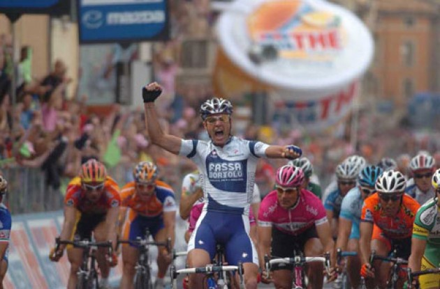 Petacchi takes the win ahead of Bettini and Clerc. Photo copyright Fotoreporter Sirotti.