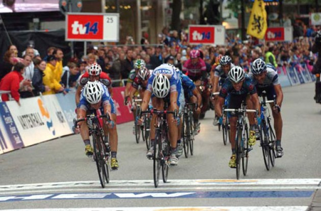 Pozzato wins HEW-Cyclassics ahead of Paolini and Davis. Photo copyright Fotoreporter Sirotti.