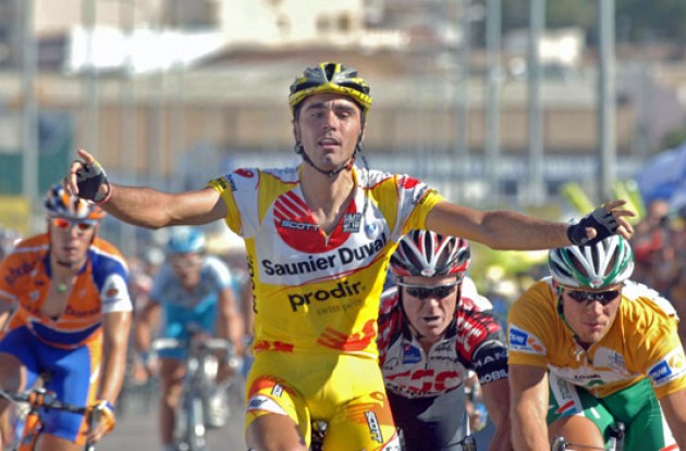 Ventoso takes the stage win ahead of Hushovd. Photo copyright Roadcycling.com.