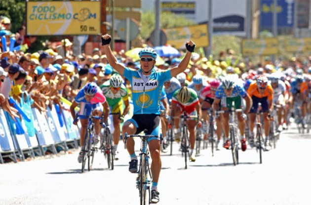 Vinokourov strikes back! Photo copyright Roadcycling.com.