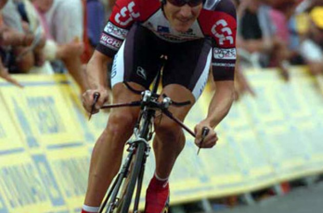 Dave Zabriskie stunnes himself by winning stage 1 of the 2005 Tour de France. Photo copyright Fotoreporter Sirotti.