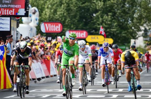 Froome retains Tour lead as Kittel keeps grip on green jersey