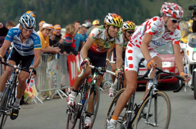 Armstrong never was able to shake the three men who finished in a group with him. Photo copyright Fotoreporter Sirotti.