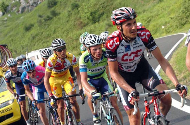 Basso, Di Luca, Simoni, and Cunego. Photo copyright Fotoreporter Sirotti.