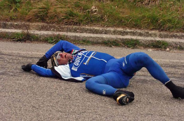 Paolo Bettini crashes out. All the guys and gals at Roadcycling.com wish you a speedy recovery Bettini! Photo copyright Fotoreporter Sirotti.