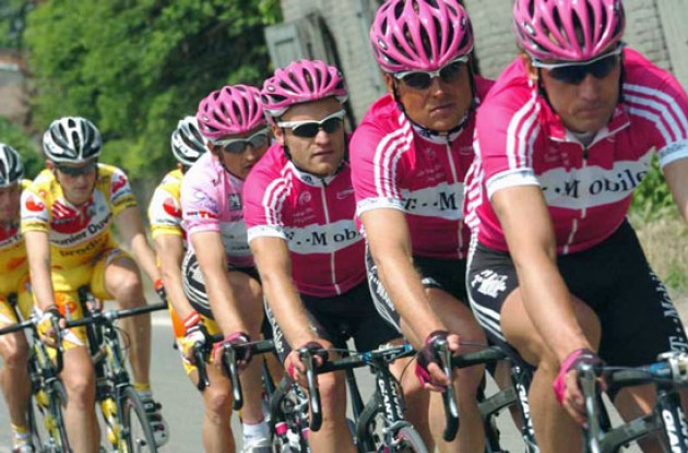 Jan Ullrich with team mates. Photo copyright Fotoreporter Sirotti.