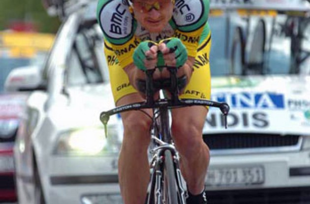 Floyd Landis (Phonak Hearing Systems - iShares) riding hard. Photo copyright Fotoreporter Sirotti.