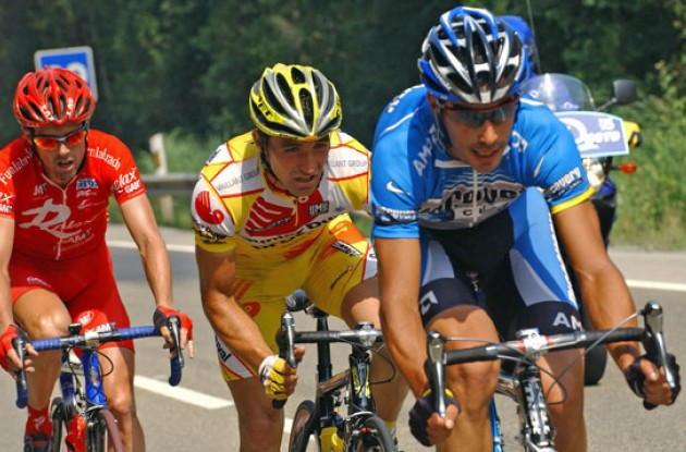 Martinex leading the breakaway group. Photo copyright Roadcycling.com.