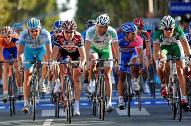 O'Grady takes the bunch sprint ahead of Hushovd. Photo copyright Fotoreporter Sirotti.