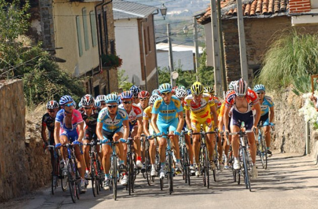 Peloton climbs. Photo copyright Roadcycling.com.