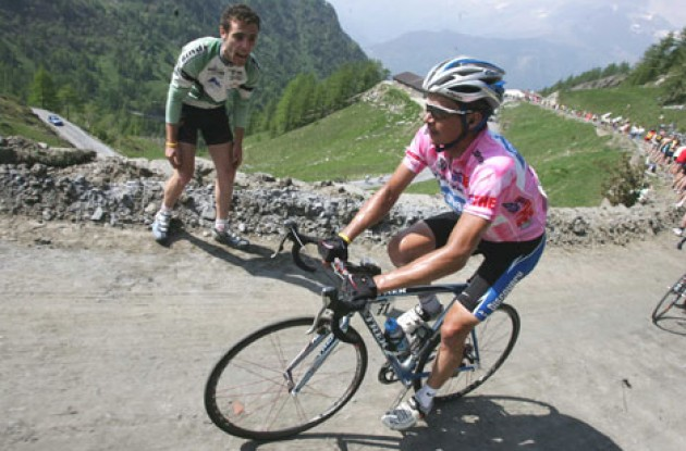 Giro d'Italia winner Savoldelli is ready to work hard for Lance Armstrong. Photo copyright Fotoreporter Sirotti.