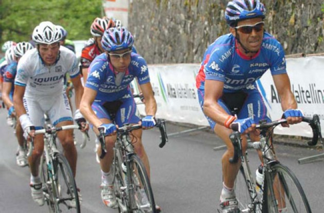 Simoni, CUnego and Di Luca working hard on today's final climb. Photo copyright Fotoreporter Sirotti.