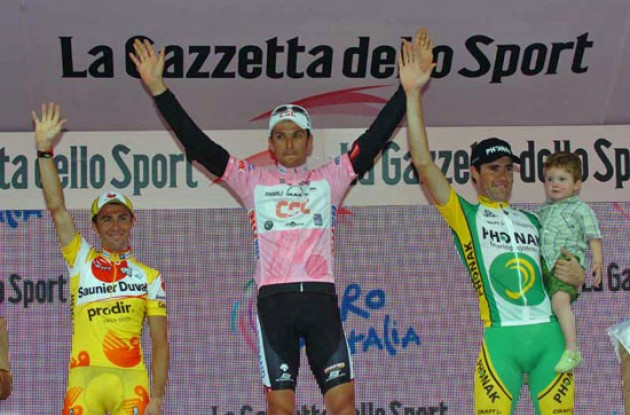 Top 3 on the podium. Basso, Simoni, and Gutierrez. Photo copyright Fotoreporter Sirotti.