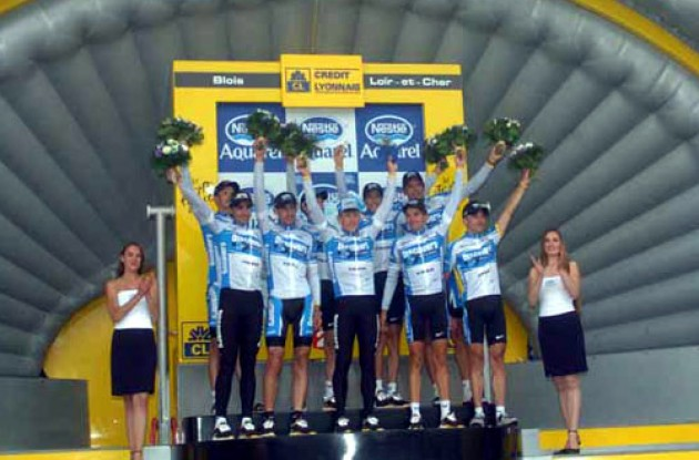Team Discovery on the podium. Photo copyright Fotoreporter Sirotti.