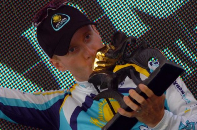 Levi Leipheimer (Team Astana) kisses his new trophy.