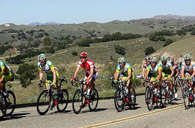 Phonak stretches the peloton. Photo copyright Roadcycling.com.