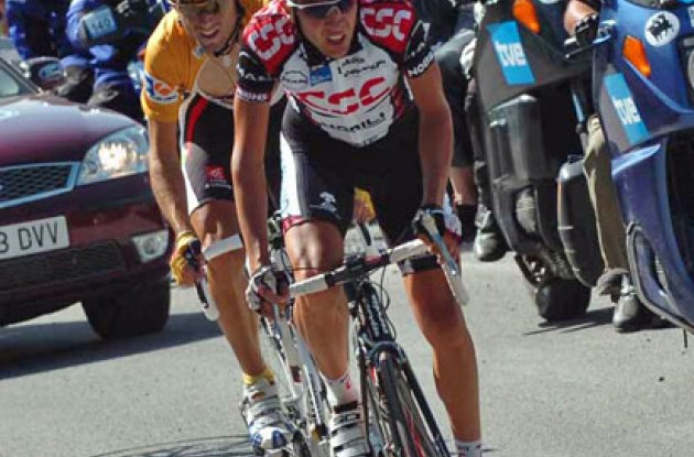 Carlos Sastre (Team CSC) and Valverde fight hard to stay on the podium. Photo copyright Fotoreporter Sirotti.