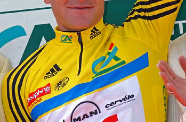 David Zabriskie in the yellow jersey. Photo copyright Fotoreporter Sirotti.