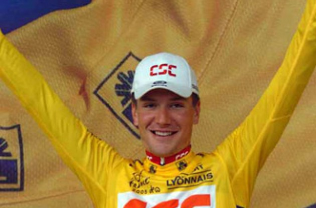 A happy Zabriskie on the podium wearing the yellow leader's jersey. Photo copyright Fotoreporter Sirotti.