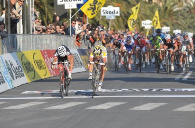 Mark Cavendish and Haussler throw their bikes in their quest for the overall win. Photo copyright Fotoreporter Sirotti.