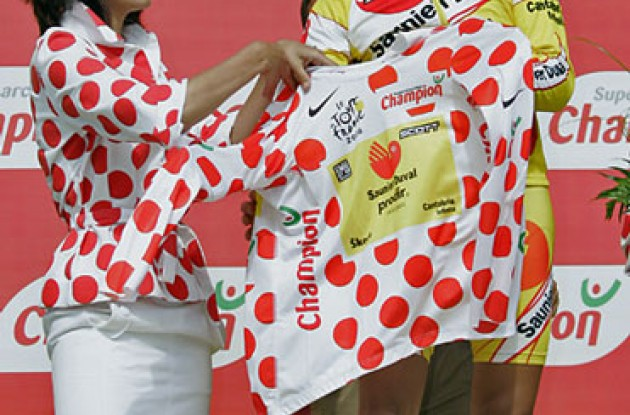 "De La Fuente managed to keep the polka dot jersey today. Photo copyright Ben Ross/Roadcycling.com/<A HREF=""http://www.benrossphotography.com"" TARGET=_BLANK>www.benrossphotography.com</A>."