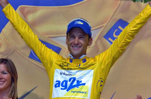 Cyril Dessel is the new man in yellow! Photo copyright Fotoreporter Sirotti.