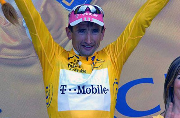 Gonchar is still in yellow...but for how long? Stay tuned to Roadcycling.com to find out! Photo copyright Fotoreporter Sirotti.