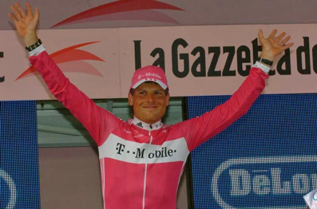 Jan Ullrich celebrates his stage victory. Photo copyright Fotoreporter Sirotti.