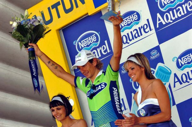 Pozzato on the podium with two french breauties.