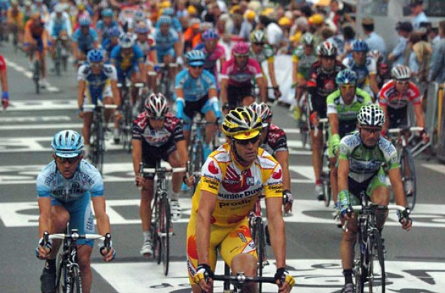 Riders cross the finish line. Photo copyright Fotoreporter Sirotti.