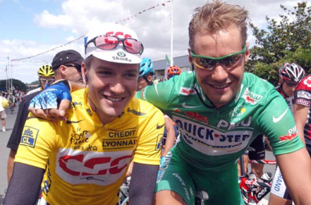 Yellow meets green. Zabriskie and Boonen before the start of today's stage. Photo copyright Fotoreporter Sirotti.