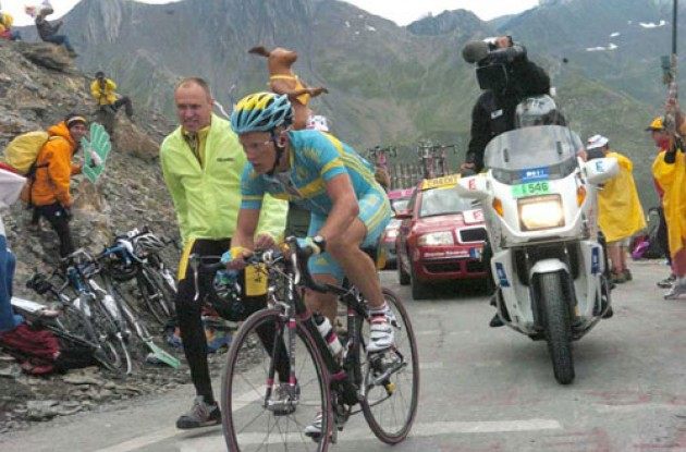 Vinokourov demonstrated that he could come back, that he could do it in a dominating style worthy of Lance Armstrong himself. Photo copyright Fotoreporter Sirotti.