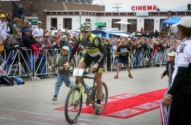 Dave Wiens cross the Leadville 100 finish line.