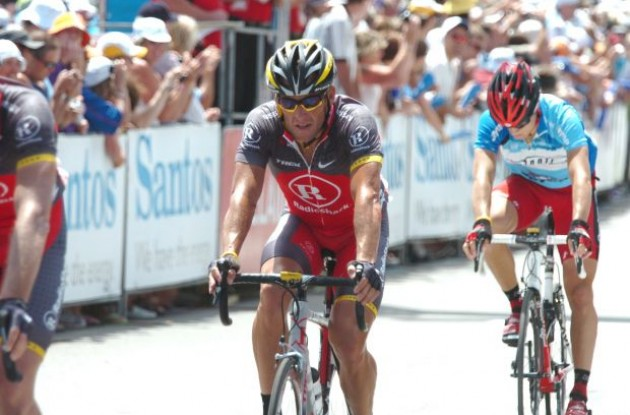 Lance Armstrong crosses the line. Photo copyright Fotoreporter Sirotti.
