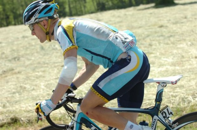 Levi Leipheimer (Team Astana / Team Faded) after his crash. Photo copyright Fotoreporter Sirotti.