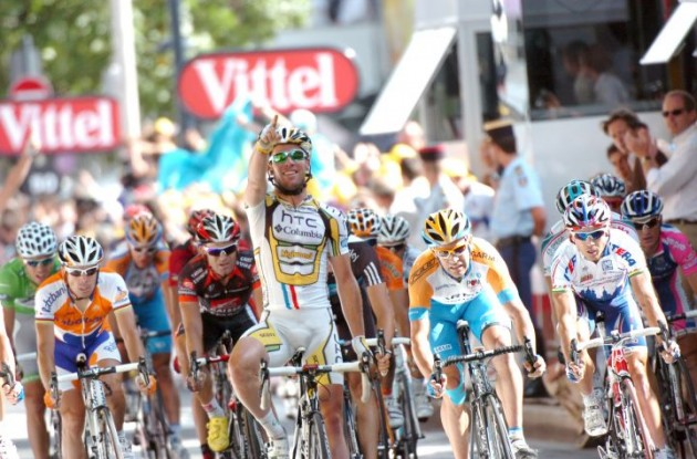 Mark Cavendish wins! Photo copyright Fotoreporter Sirotti.
